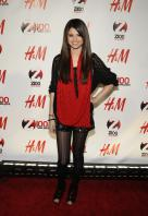 08985_Selena_Gomez_at_Z100s_Jingle_Ball_2010_010_122_338lo.jpg