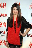 08995_Selena_Gomez_at_Z100s_Jingle_Ball_2010_015_122_520lo.jpg
