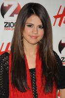 09006_Selena_Gomez_at_Z100s_Jingle_Ball_2010_018_122_3lo.jpg