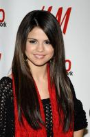 09011_Selena_Gomez_at_Z100s_Jingle_Ball_2010_020_122_136lo.jpg