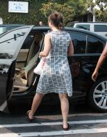 39977_Lacey-chabert-shopping_in_West_Hollywood-007_122_680lo.jpg