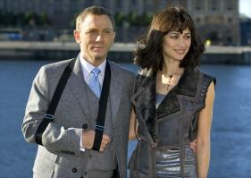 7Q0PFKT6CI_Olga_Kurylenko_-_Quanturm_Of_Solace_photocall_in_Stockholm_-Oct_14_3_.jpg