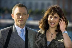V5AK1SZM3G_Olga_Kurylenko_-_Quanturm_Of_Solace_photocall_in_Stockholm_-Oct_14_2_.jpg