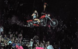 2X90QAMYLU_Miley_Cyrus_performs_in_concert_on_the_first_night_of_her_tour_in_Portlan3906.jpg