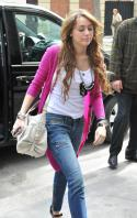 54821_15372-preppie-miley-cyrus-shopping-at-a-zara-store_122_158lo.jpg