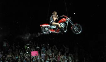 AH3GMHVLGJ_Miley_Cyrus_performs_in_concert_on_the_first_night_of_her_tour_in_Portlan3944.jpg