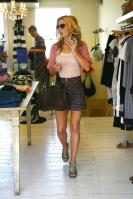 MT98AP5YYV_Geri_Halliwell_-_Shopping_in_London_-May_6_5_.jpg