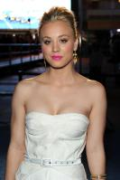 5CF18RGOIC_Kaley_Cuoco_-_2011_Peoples_Choice_Awards_33_.jpg