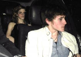 91834671_91743_Emma_Watson_-_18th_birthday_party_-_19th_Apr_2008_030_122_348lo.jpg