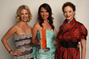 EVS0QK7Z7T_January_Jones_2C_Janie_Bryant__Christina_Hendricks_3_.jpg