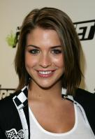 29203_Celebutopia-Gemma_Atkinson_launches_mobile_telephone_game_Need_For_Speed_Pro_Street_in_London-07_122_95lo.jpg