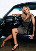 Sarah Michelle Gellar posing in a car