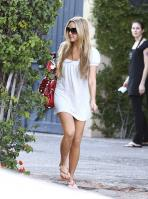 67288_Preppie_Amanda_Bynes_leaves_a_tanning_salon_on_Melrose_Blvd__05_21_09_115_122_9lo.jpg