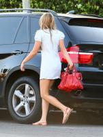 67381_Preppie_Amanda_Bynes_leaves_a_tanning_salon_on_Melrose_Blvd__05_21_09_421_122_114lo.jpg