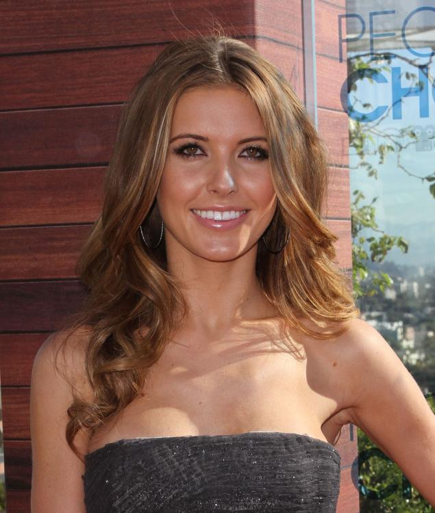 52034_Audrina_Patridge_Peoples_Choice_Awards_2011_Press_Conference_007_122_437lo.jpg